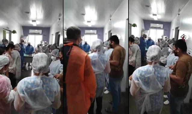 """Médicos e enfermeiros oram em hospital de Manaus: """"Levantamos um clamor"""""""