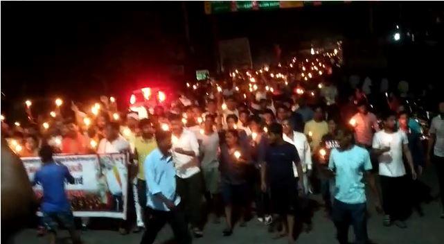 स्वर्ण कारोबारी की हत्या के विरोध में बिहटा के व्यापारियों ने निकाला कैंडल मार्च