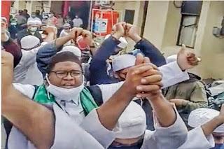 Massa Bukan FPI Geruduk Polsek-Polsek di Palembang, Minta Habib Rizieq Dibebaskan