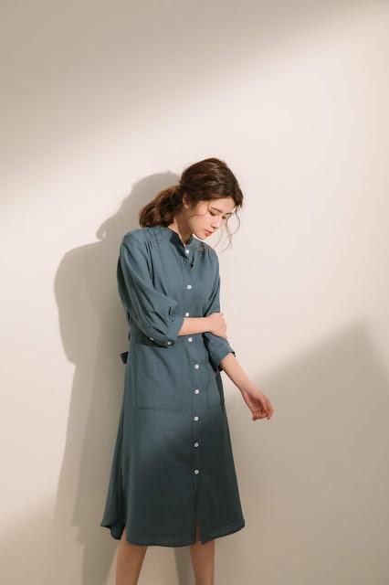 口袋裡的夏天舒棉開襟莫蘭迪藍七分袖洋裝模特兒實穿