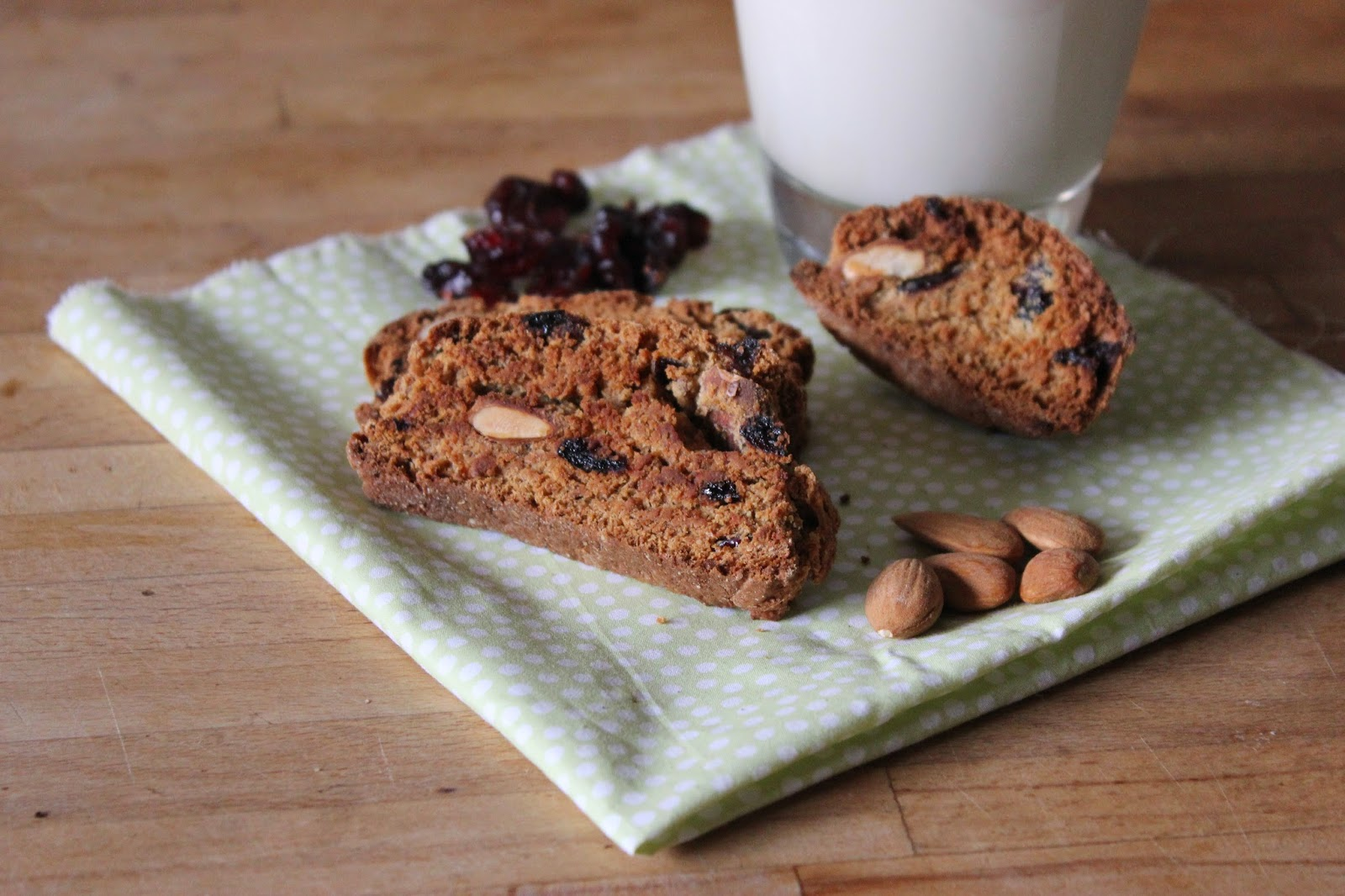https://cuillereetsaladier.blogspot.com/2015/03/biscotti-amandes-canneberges.html