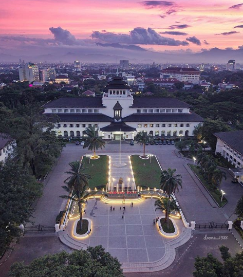 Gedung Sate Bandung, Spot Foto Instagramable | Eksplor Bandung
