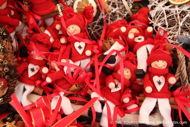 Christmas ornament in the form of dolls with a bright smile, in red knitted jumpers
