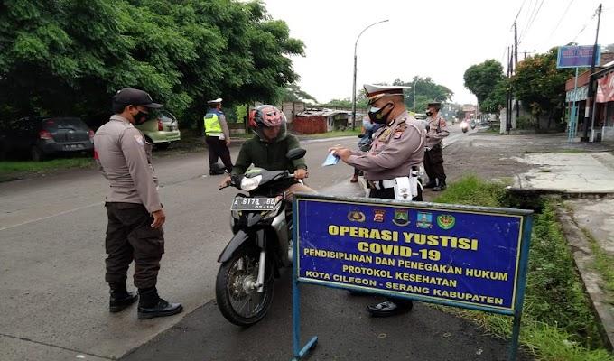 Laksanakan Ops Yustisi, Polsek Ciwandan Himbau Prokes dan Bagikan Ribuan Masker