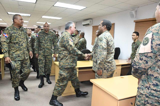 Comandante General del Ejército visita a EGEMERD  El Mayor General Estanislao Gonell Regalado,