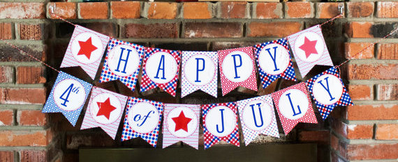 4th of July Banner from thelovelyapple on Etsy, from LifeInOut.com