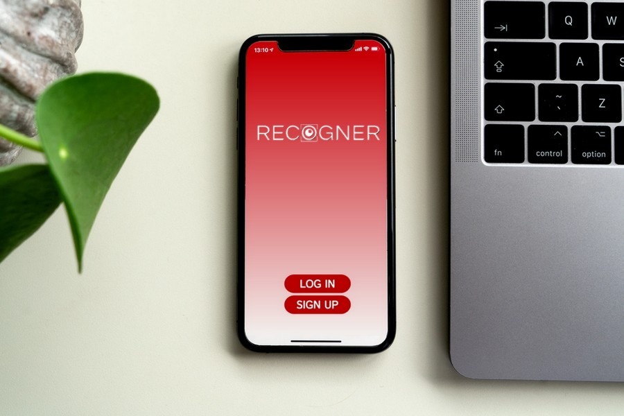 Recogner App Mock Brand