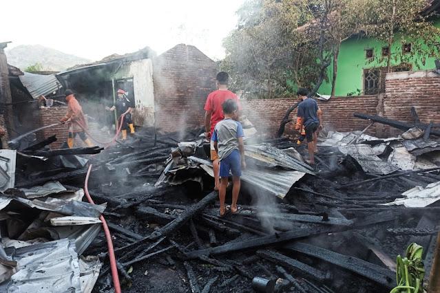 Satu rumah panggung di Kota Bima ludes terbakar