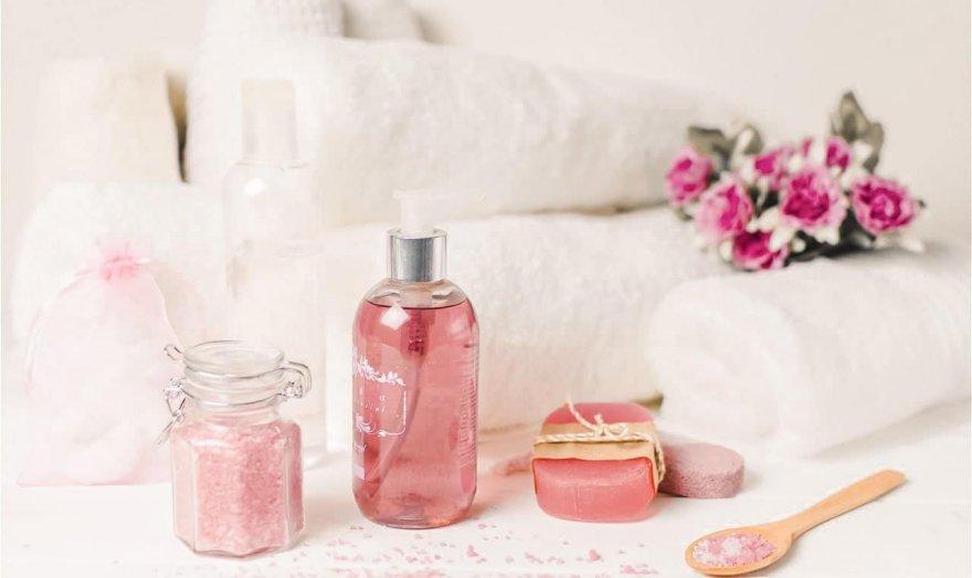 Receta para hacer agua de rosas