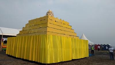 Tumpeng berbentuk Miniatur Borobudur