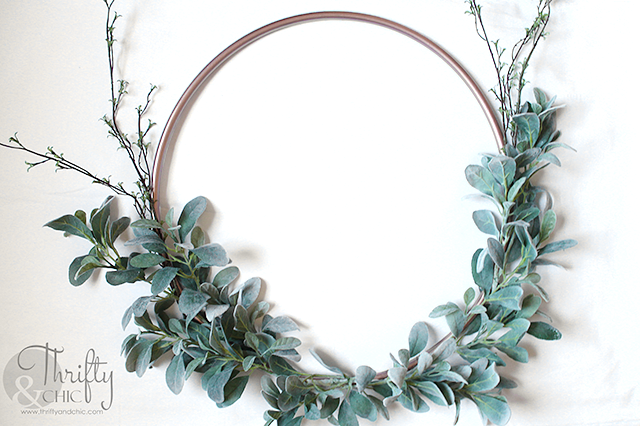 DIY spring wreath. DIY hula hoop wreath. How to make a hula hoop wreath tutorial