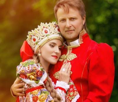 حفل زفاف روسي: التقاليد والاحتفالات والأعمال الورقية