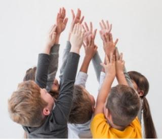 """Campo de experiência """"O eu, o outro e o nós """" para crianças bem pequenas ( 1 ano e 7 meses a 3 anos e 11 meses)"""