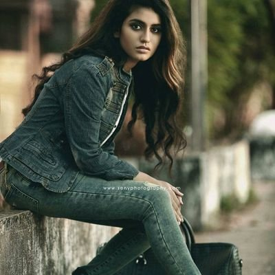Priya Prakash Varrier Biography, WIKI, Height, Age, Weight, NetWorth, Images
