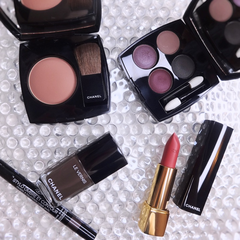 Chanel Fall Winter 2021 makeup collection reviews swatches