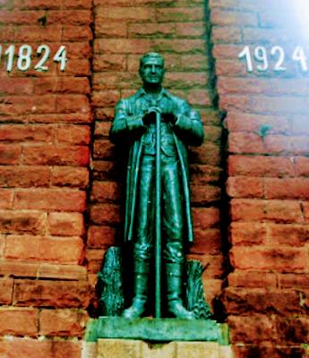 A escultura em bronze homenageia os primeiros imigrantes alemães na região do Vale dos Sinos e em São Leopoldo-RS, Brasil.