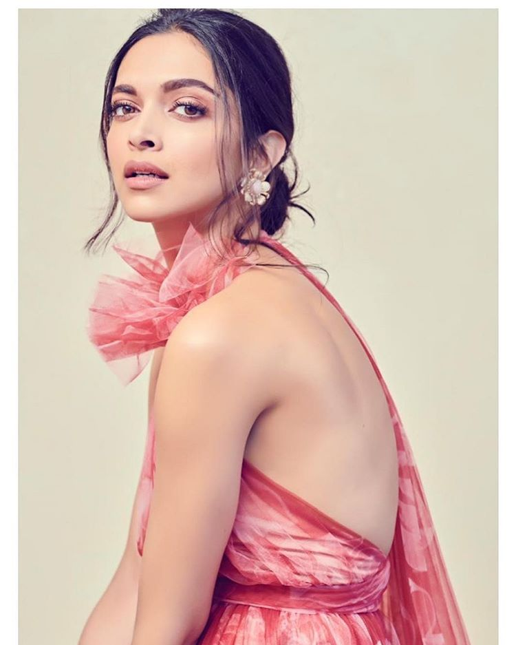Deepika Padukone Caste, Religion, Wiki, Family , Education Details