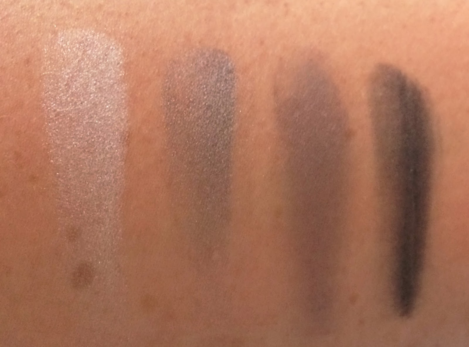 Benecos Natural Quattro Eyeshadow Smokey Eyes swatches