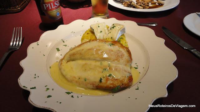 Suprema de Pollo no Art Gallery Restaurant - Colonia del Sacramento, Uruguai