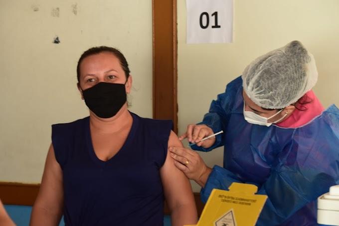 217 pessoas foram imunizadas contra a Covid-19 nesta segunda (21) em Grossos