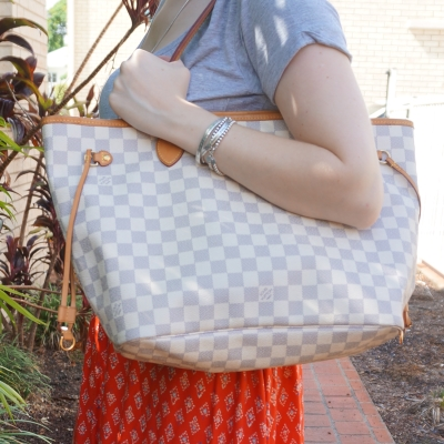 Louis Vuitton Damier Azur MM neverfull patina on shoulder | away from the blue blog