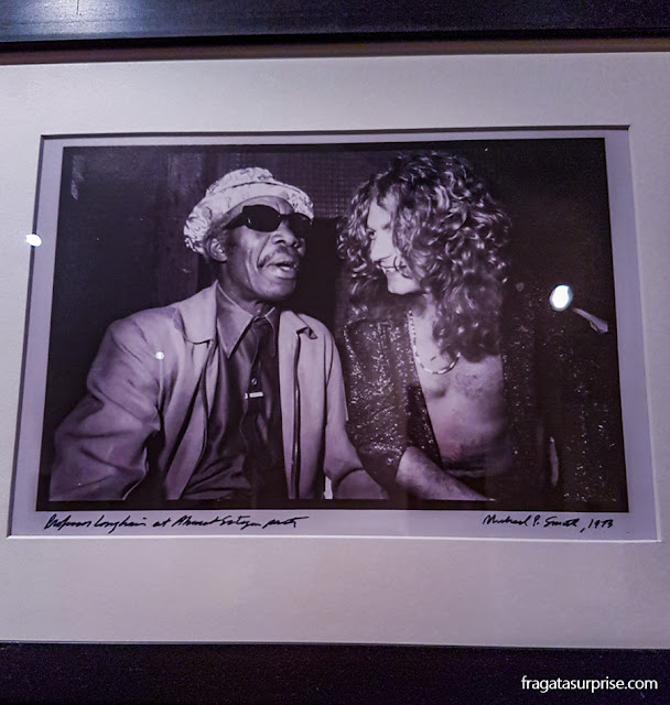 Professor Longhair e Robert Plant, do Led Zeppelin, em foto exposta no Museu do Jazz de Nova Orleans