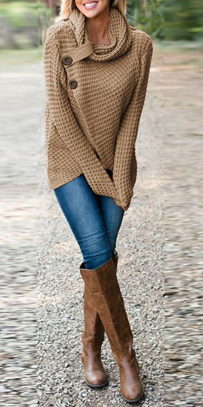 Knitted outfits are versatile pieces that adapt to every woman's style. Mix up your style with these 25 Charming Knitwear to Keep You Stylish and Warm. Winter outfits via higiggle.com | Brown jumper | #knit #winter #fashion #jumper