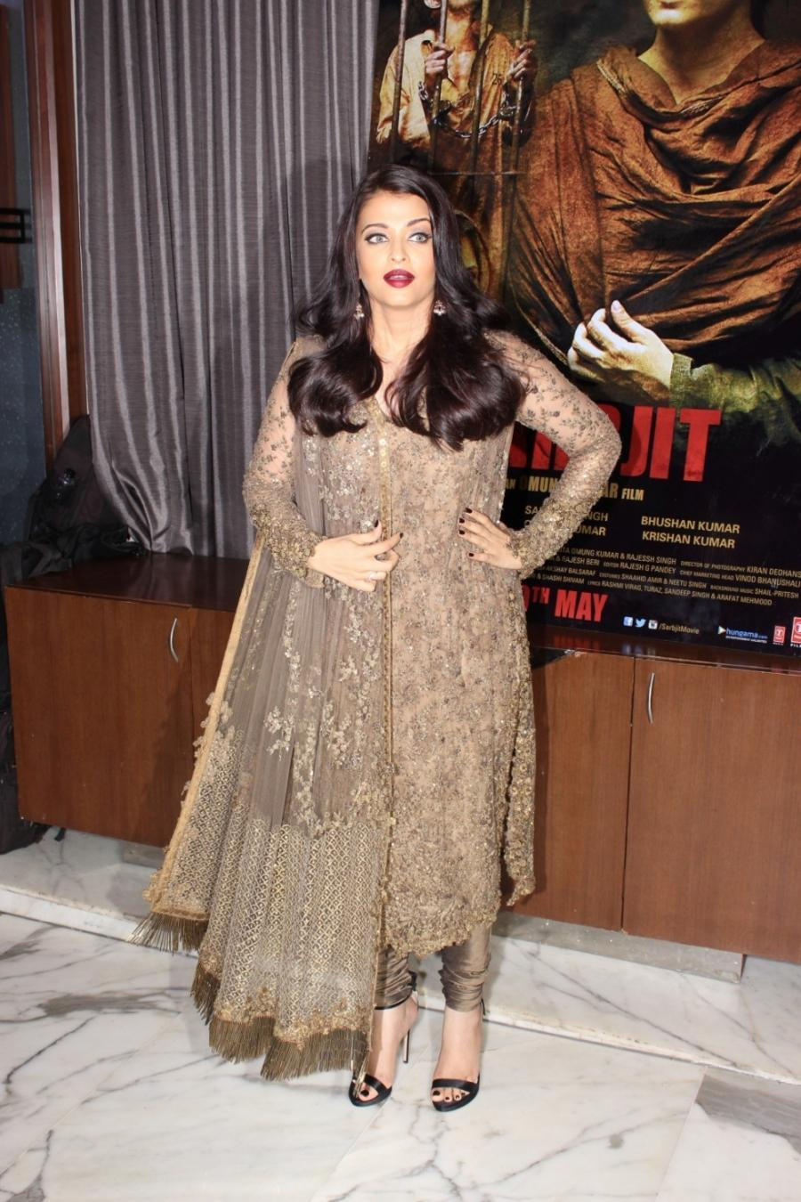 Bollywood Actress Aishwarya Rai Long Hair Photoshoot