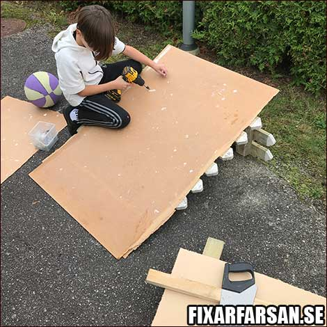 Bra skivor bygga kickbike ramp