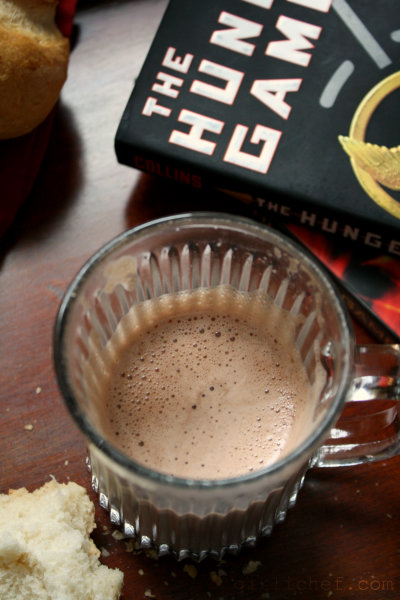 Hot Chocolate & Brötchen | The Hunger Games | #FoodnFlix meets #CooktheBooks