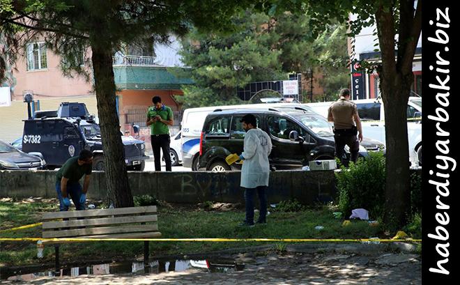DİYARBAKIR-Diyarbakır'ın Kayapınar ilçesinde, iki grup arasında borç meselesi nedeniyle çıktığı belirtilen silahlı kavgada, 2 kişi ağır yaralandı.