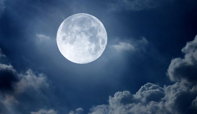A lua foi criada por Deus com suas características próprias