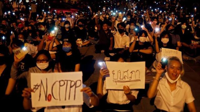 Manifestantes piden la dimisión del primer ministro de Tailandia
