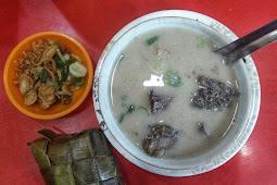 Mencoba Coto Makassar