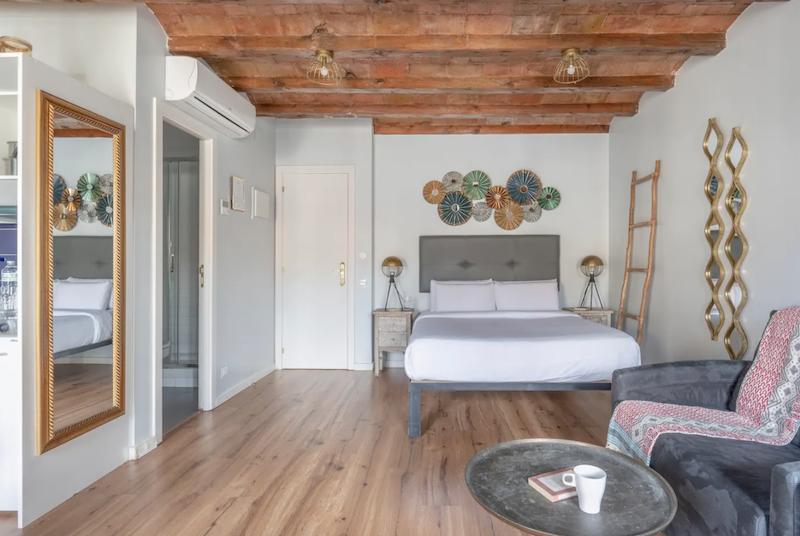 Salón, comedor, cocina, dormitorio de planta abierta
