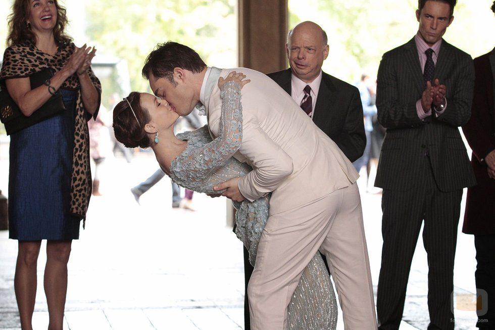 Una de las sorpresas finales de la serie: la boda de Chuck y Blair