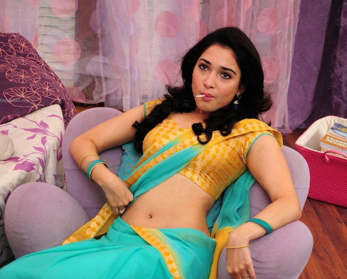 Tamanna In Tadakha Halfsaree: INDIAN ACTRESS: Tamanna Bhatia Hot Navel Waist Show At Her