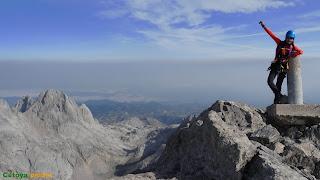 En la cima de Peña Santa de Castilla la más alta del Macizo del Cornión en los Picos de Europa.