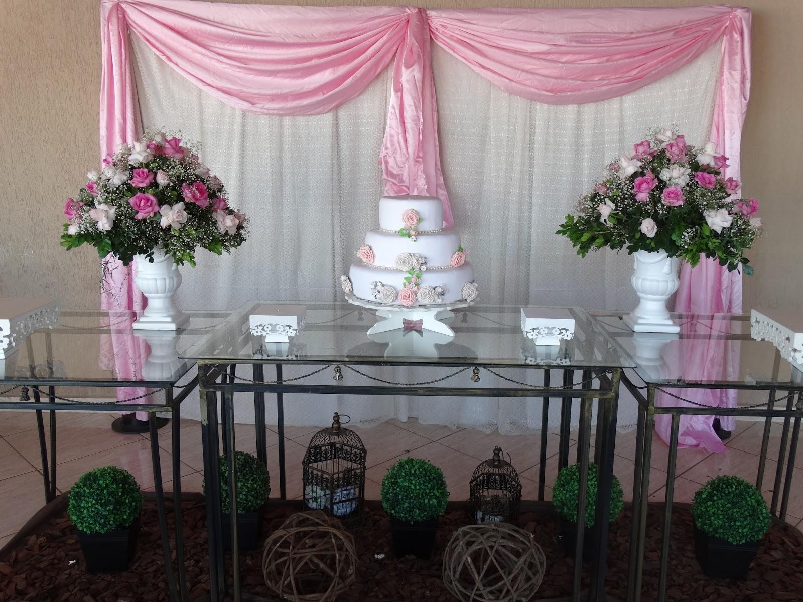 Heloisa presentes e decora es decora o mesa de bolo for Cubre sillas para 15 anos