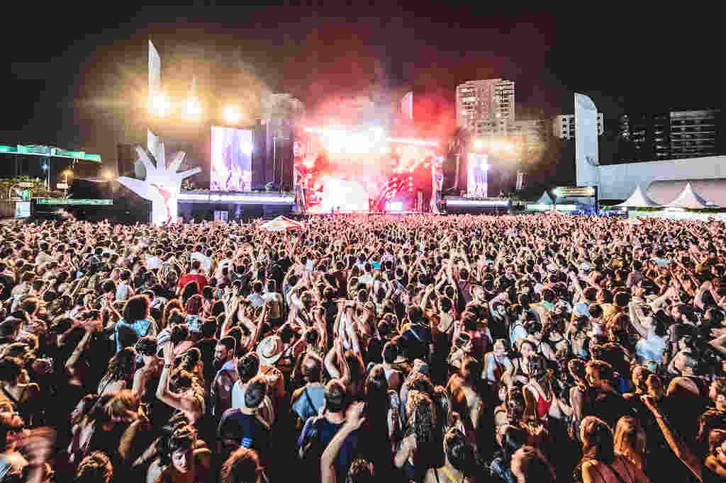 Em novembro do ano passado, o Coala Festival anunciou a sua oitava edição como aquela que será a maior da sua história. Por mais que essa promessa ainda esteja de pé (e a vontade do evento em fazer acontecer seja enorme), o reencontro com o público, no Memorial da América Latina, em São Paulo, precisará ser adiado para os dias 17 e 18 de setembro de 2022.