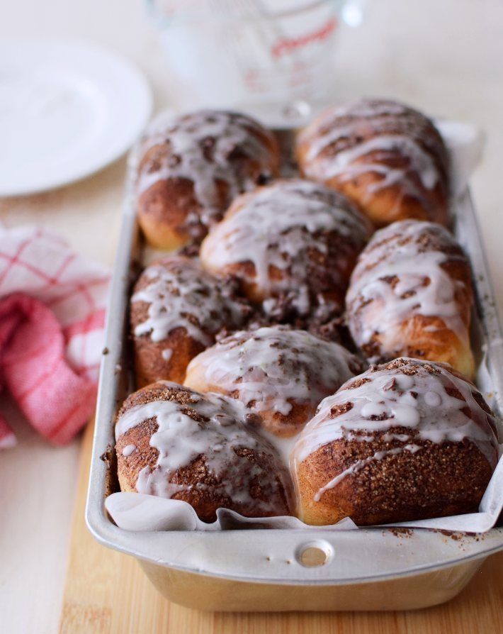 Bolitas de pan con chocolate, es un monkey bread servido en el mismo molde en que se hornea