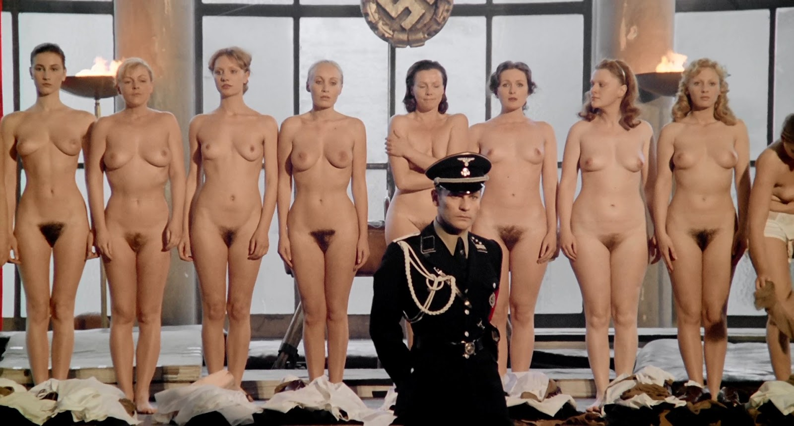 показывает средний фото девушки голые кино для