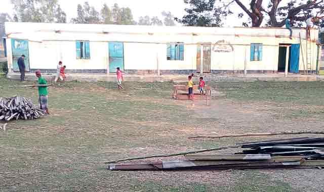 কালিহাতীতে টেন্ডার ছাড়াই সর. প্রাথ. বিদ্যালয়ের ভবন ভাঙ্গার অভিযোগ