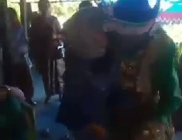 Nyanyi di Pernikahan Mantan, Mempelai Laki-laki Pingsan Usai Peluk Mantannya