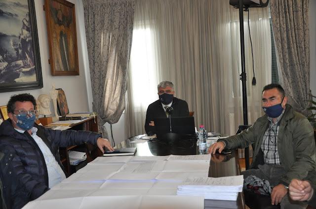 """Συνάντηση με τον Δήμαρχο Πρέβεζας κ. Νίκο Γεωργάκο είχε την Τρίτη 9/2/2021 ο Δήμαρχος Πάργας Νίκος Ζαχαριάς με βασικό θέμα το διαδημοτικό έργο """"Ύδρευση παραλιών Βαλανιδορράχης, Λούτσας, Χειμαδιού, Ριζών, Καστροσυκιάς"""" από τις πηγές Χόχλας.Το έργο προϋπολογισμού 5.325.000,00€ θα δώσει μια αναπτυξιακή πνοή στις τουριστικές περιοχές των δυο Δήμων, επιλύοντας διαχρονικά προβλήματα στο δίκτυο υδροδότησης."""