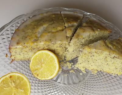 Lemon Drizzle Cake nach Jamie Olivers Oma; Rezept von Jamie Oliver