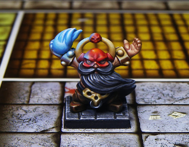 Dwarf Warlock sculpted by G-or-G painted by Karpunk