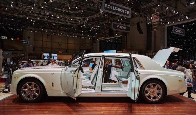 rolls royce 2017 find out for yourself new world. Black Bedroom Furniture Sets. Home Design Ideas