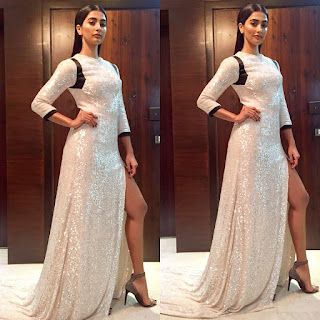 Pooja Hegde in Glittering White Leg Split Gown at Vogue beauty Awards 2017