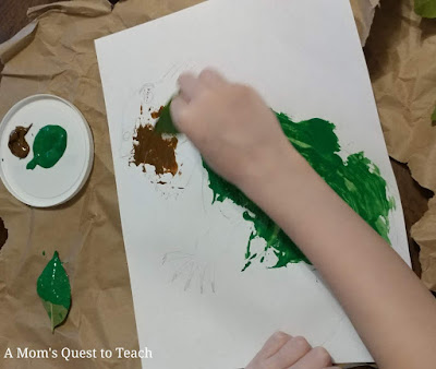 painting a drawing of an iguana